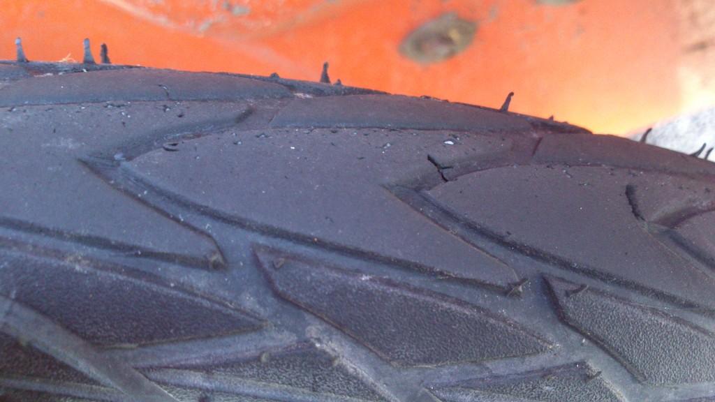 Huller og krater i dæk