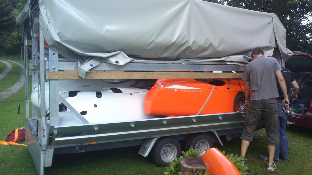 Strada på vej til Ganløse på trailer