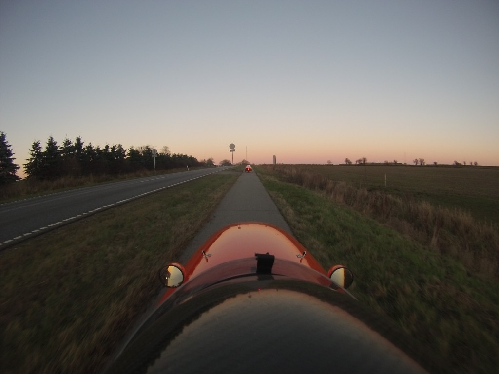 Strada og Quest Xs  og solnedgang