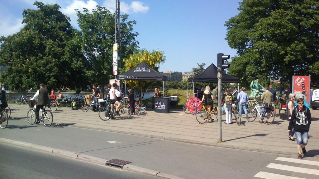 Brompton Udstilling og Cyklistforbundet ved siden af, men nød værksted til de cyklende folk