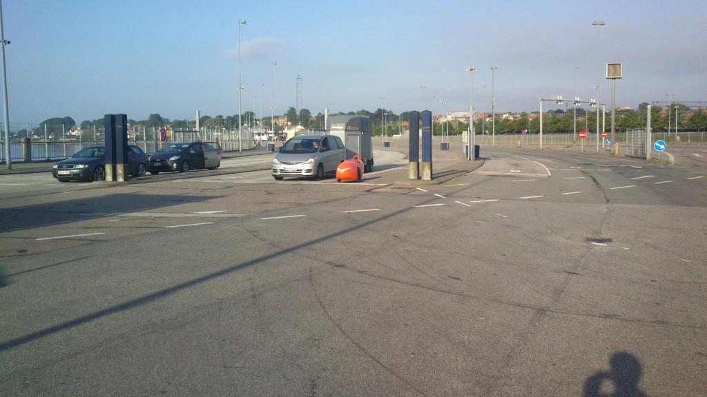 Strada  venter på færgen i Helsingør