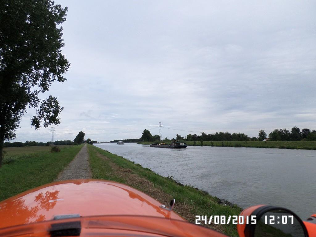Langs kanal i Holland