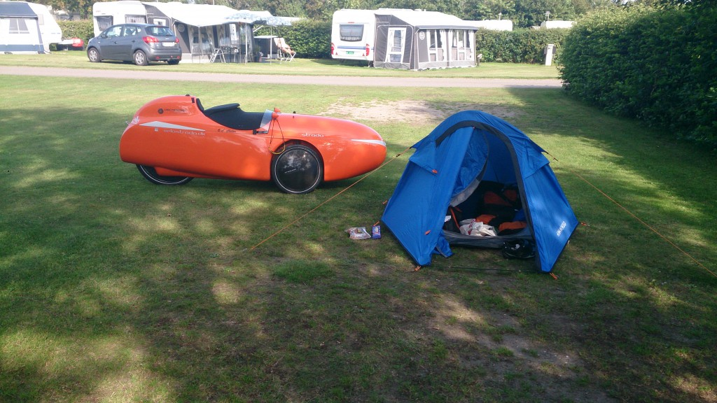 Strada og telt på Møgeltønder camping