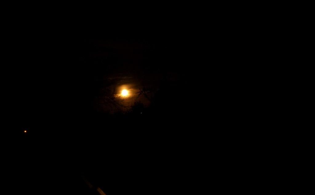 Fuldmåne i mørket