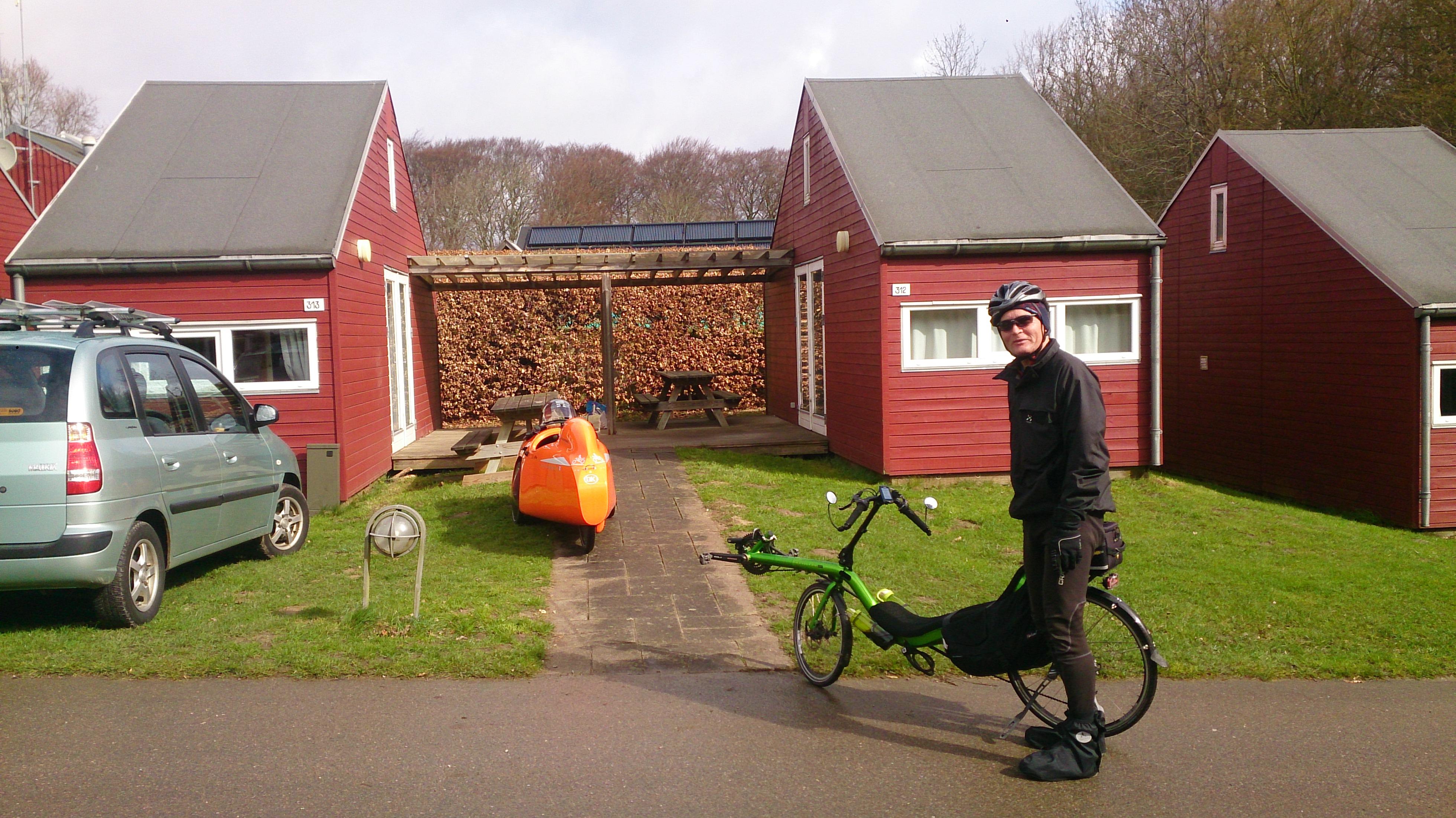 Liggecykel tur søndag, tilbage ved hytter