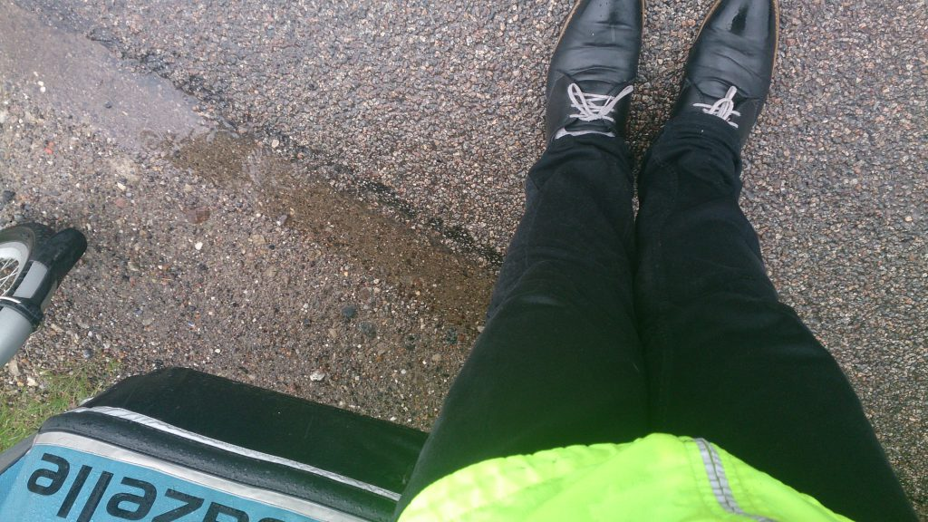 Våde bukser og sko