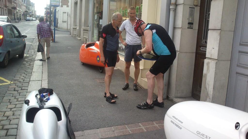 Peter hjælper Dieter med Hjul