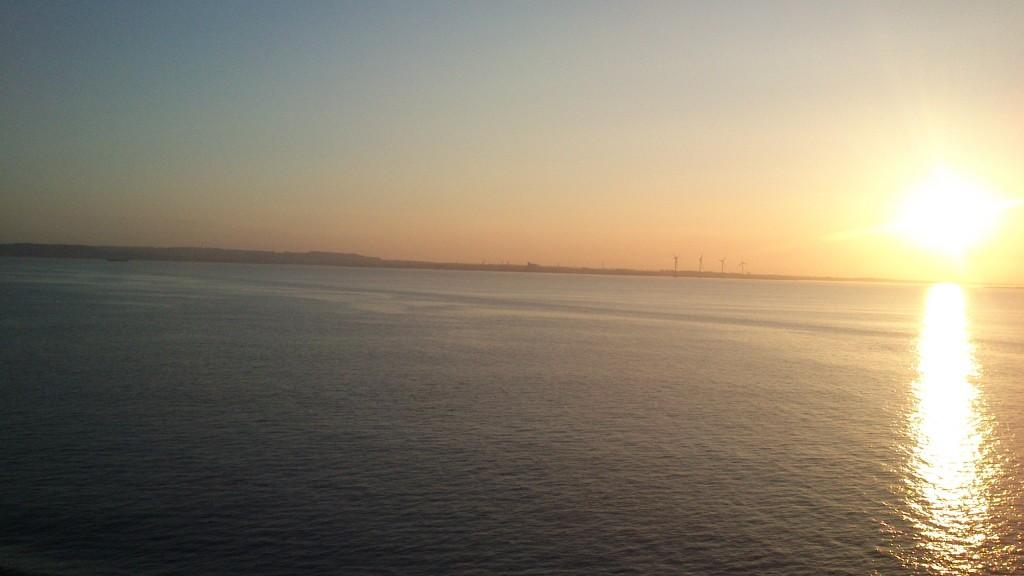 Solen stadig oppe kl. 21.30, snart i havn i Frederikshavn